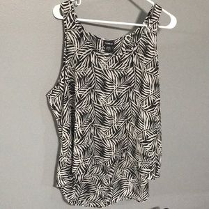 Torrid black and white leaf tank sz 2X